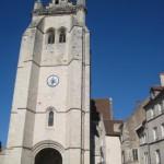 die Basilika von Dole mit großem Turm