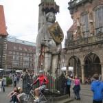 in Bremen steht der Roland und der Wanderhans