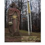 Steinerner Ritter beim Gimbelhof mit Überlebensbeutel