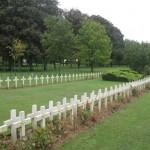 Fernwanderungen in Frankreich; Montdidier, Soldatenfriedhof