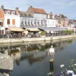 Fernwanderungen in Frankreich; am Ufer der Somme in Amiens