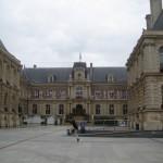 Fernwanderungen in Frankreich; Hotel de ville von Amiens
