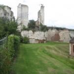 Fernwanderungen in Frankreich; Kirche und Schloss von Picguigny