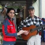 Straßemusikant am Königssee; meine erste Sponsorinm - und die schönste!