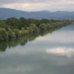 """Blick vom """"Canal de Colmar"""" zum Schwarzwald"""