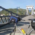 Rhone mit Torbogenbrücke nördlich von Valence