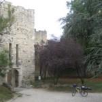 Montelimar mit dem Chateau Adhemar und Gitarrenfahrrad