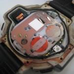 Casio-Uhr Innenansicht mit kaputter Dichtung