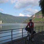 Mäuseturm am Rhein mit der Burg Ehrenfels