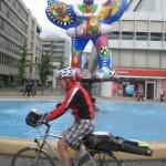 Duisburg mit Drehfigur und Radler