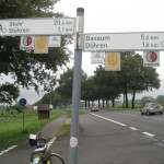 krumme Themenradwege statt Fahrradstreifen an der Landstraße?