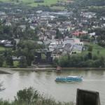 """Blick vom Erpeler Ley auf den Geschützturm der """"Brücke von Remagen"""""""