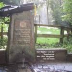 Denkmal für den Dichter Walter von der Vogelweide am Rheinsteig