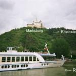 Blick vom Schiff auf die imposante Marksburg