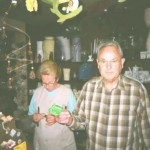 in Kiedrich hilft mir das nette Ehepaar vom Spielwarengeschäft beim Filmwechsel