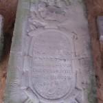 Remigiusberg mit altem Grabstein