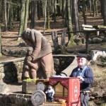 Vater-Tochter-Denkmal beim Wandrheim Dicke Eiche mit Leierkastenmann