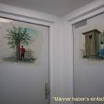 malerische WC-Türen im NFH Finsterbrunnertal