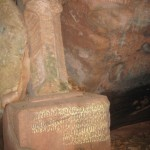 die Kause vom Einsiedler mit Steinkreuz im Karlstal