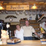 Lambertskreuz mit den langjährigen Wirtsleuten Bernd und Jutta