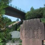 in Rinnthal steht ein Soldatengrab vom März 12945